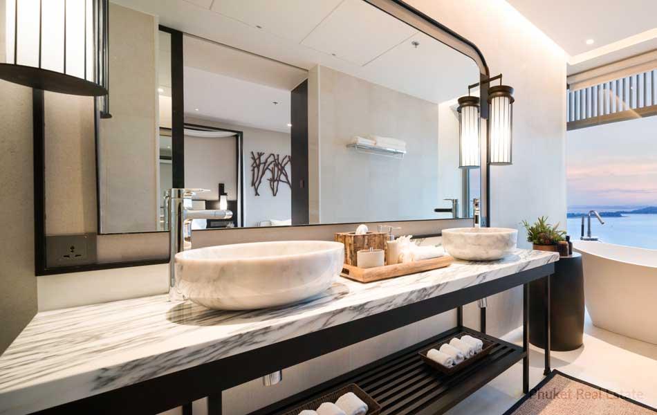 Phuket-Grand-Bay-Suite_6-Bathroom-with-seaview