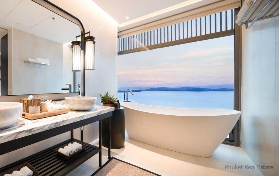 Phuket-Grand-Bay-Suite_7-Bathroom-with-seaview